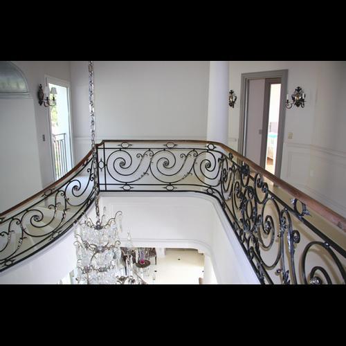 rampe d 39 escalier fer forg louis xvi rampe escalier sur mesure la forge. Black Bedroom Furniture Sets. Home Design Ideas